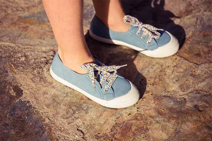Más consejos para limpiar zapatillas de lona con punta de goma