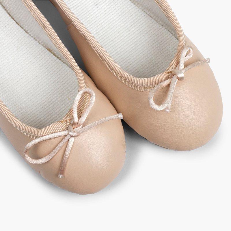 Bailarinas niña y mujer en piel y suela cuero