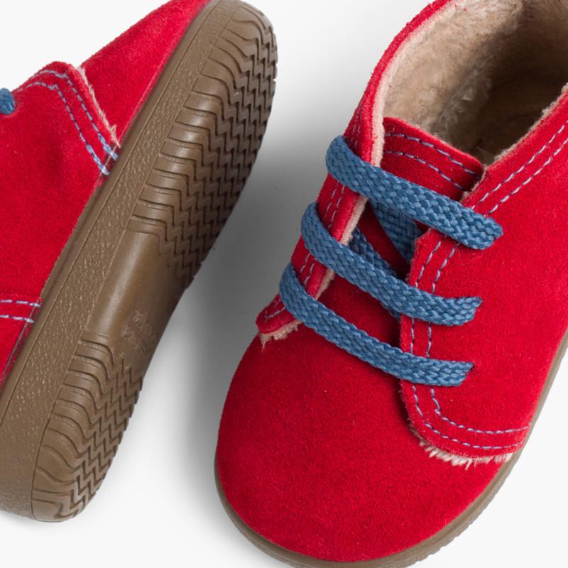 Botas Serraje Niños Cordones y costuras de colores