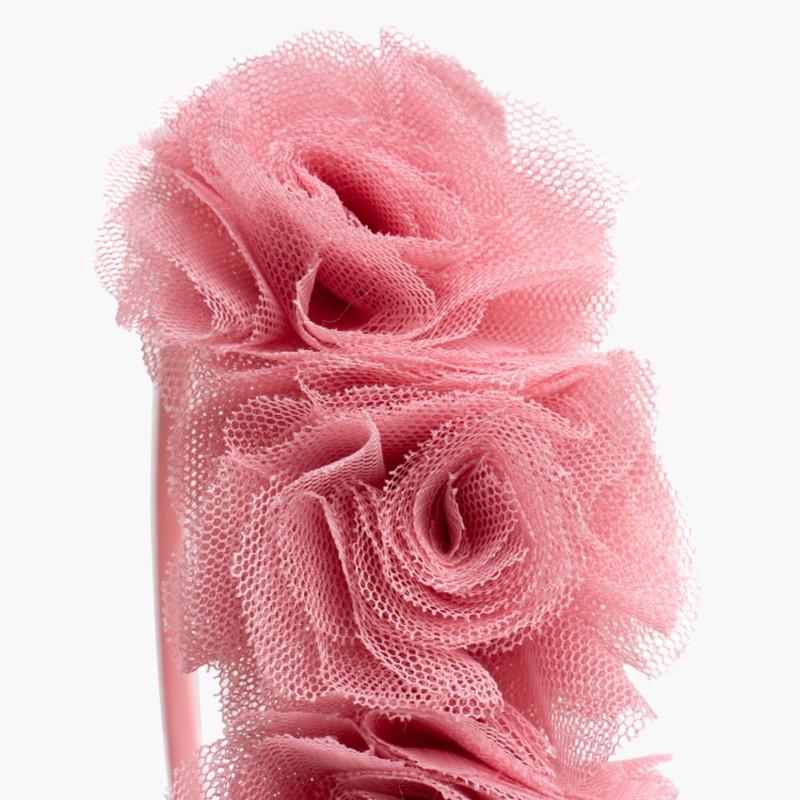 Diadema fina con flores de tul