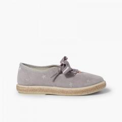 Zapatillas bordado estrellas cordones raso Gris