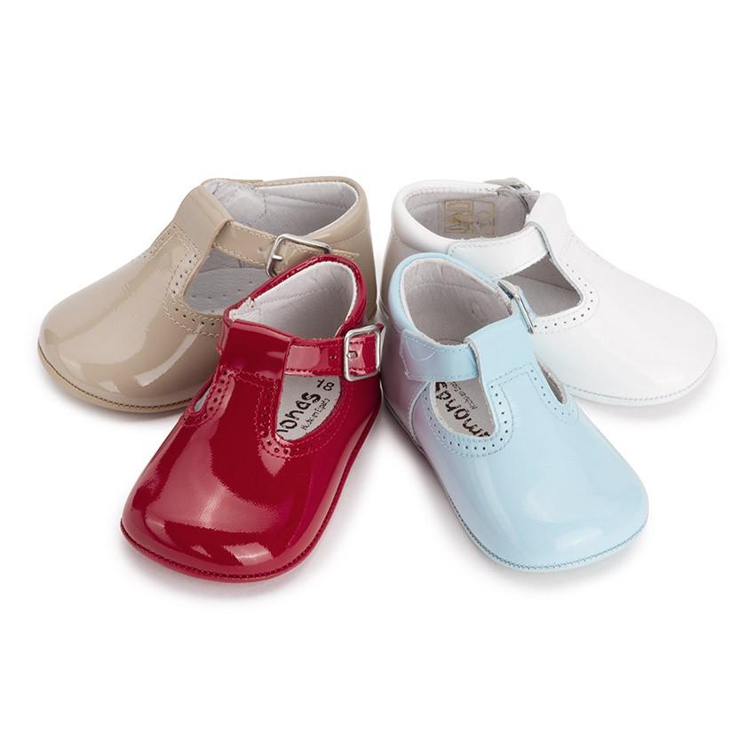 Zapatos para niñas recién nacidas al mejor precio disponible ahora. Mayoral siempre te lo pone fácil y siempre quiere ofrecerte la mejor selección de zapatos para bebés (niñas) recién nacidas de entre 0 y 12 meses de edad.