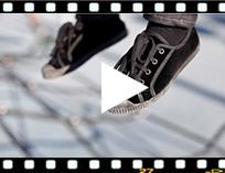 Video from Zapatilla terciopelo con cordones